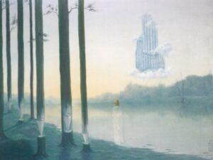 vue dans la brume avec arbres taillés comme des crayons