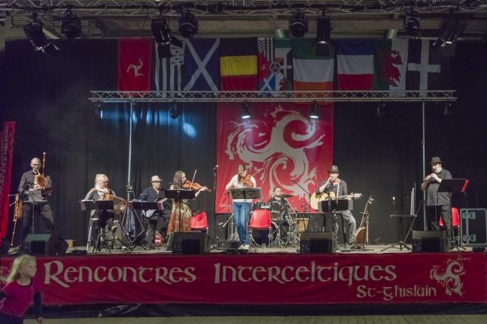 7 musiciens sur scène