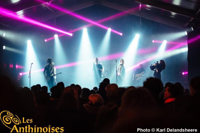 5 musiciens sur scène